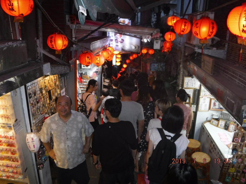 日本かと錯覚するほど日本人しかいませんでした! 結構忙しいツアーなので年輩の方には少しつらいかもしれません!  内容はとても満足でした!