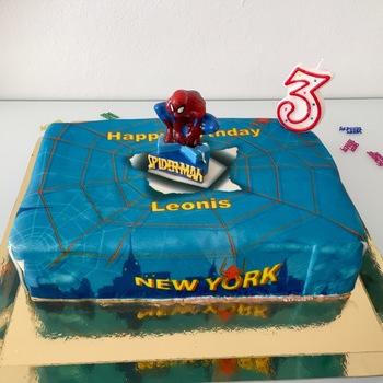 Spider Man Auf Spinnennetz Uber New York Torte Deinetorte De