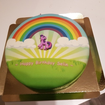My Little Pony Marshmallows Auf Regenbogentorte Deinetorte De