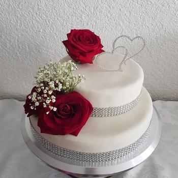 Zweistockige Weisse Torte Mit Tortenband Deinetorte De