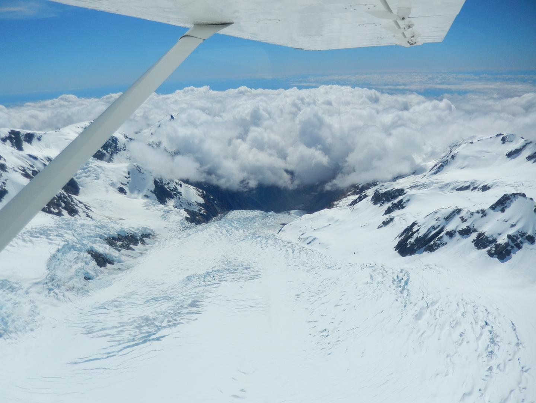 天候にも恵まれ、テカポ湖上空から氷河に削られてできた谷川沿いをサザンアルプスに向かい、いくつもの氷河を眼下に見られて最高のツァーでした。