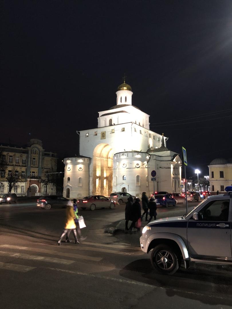 弾丸モスクワ旅行の中で、世界遺産という事でとりあえず行ってみようという軽い感じ参加しました。 写真やガイド見る限り元々過剰な期待はしてませんでしたが、値段がめちゃくちゃ高いので多少は楽しみにもしてました。 現実は所々渋滞に巻き込まれ、トイレも中々なく移動だけでかなり疲れました。 そしてメインのウラジーミルとスーズダリも想定内の建造物でとても満足とはいきませんでした。 普通のツアーの行程ならまだしも現地オプションツアーとしては値段的にもおすすめ出来ません。