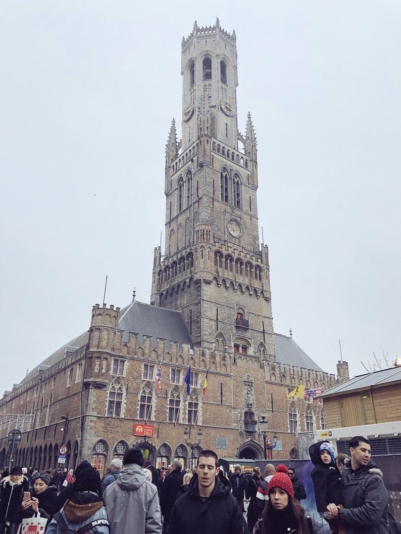 ベルギーに泊まったついでに前々から行ってみたいと思っていたので申込みしました。 ガイドの方も懇切丁寧にブルージュの歴史や写真スポット、またベルギーの生活など色々教えて、半日でしたが内容の濃い楽しい一日となりました。