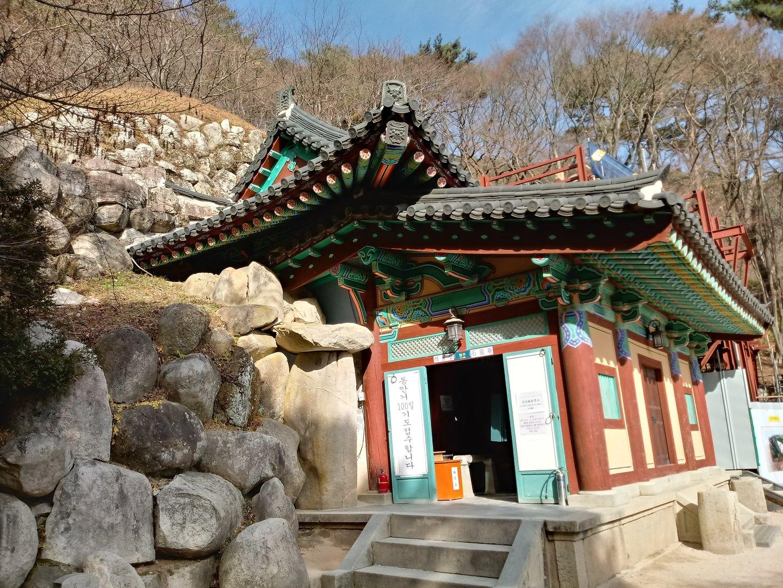 ガイドさん、ドライバーさん共に気持ちよく対応しぃて頂き、気持ちよいツアーでした。が、石窟庵、仏国寺などは少し物足りない感じでした。私がその価値をわかっていないだけかもしれませんが、日本で寺院仏閣や仏像を見慣れていると、ちょっと見劣りしてしまいます。