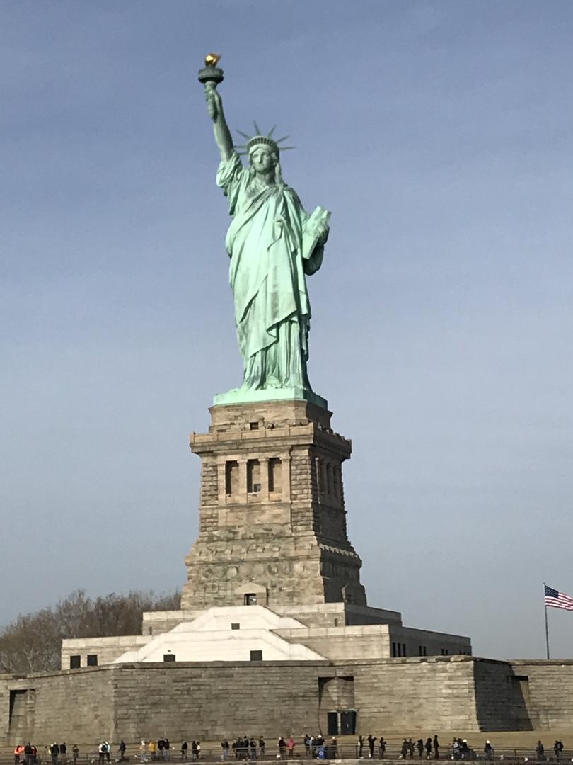 やはり、ニューヨーク観光と言ったら自由の女神。HISの方が一緒にフェリーに乗らないというわかった時は、ちょっとビックリしましたが、参加して良かったぁ。