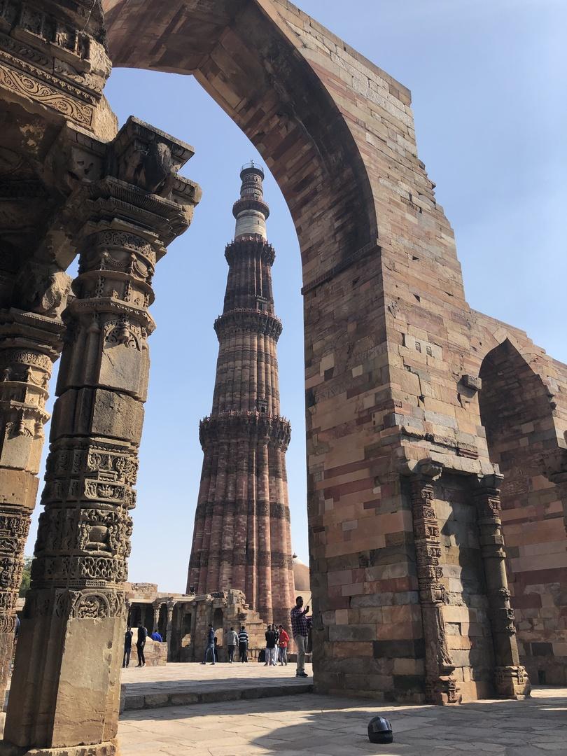 当日は共和国記念日!どの施設が開いているのかもわからない中、観光可能な世界遺産を周り、ローカルマーケットも閉まっている中お土産も買う事が出来ました。 インドへの知識がないまま現地の結婚式に参加する為にインドへ参りましたが、又デリーにもゆっくり行きたい!と思わせてくれるツアーでした。 別々に頼んだホテルへのピックアップ(4回)とツアー(半日)でしたが同じドライバーさんが来てくれて、安心できました。