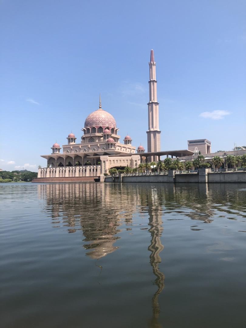 2つのモスクが見られて、ガイドさんも話が上手でとても良かったです。 クルージングが小舟になってしまったけど、お昼ご飯も中華で美味しかったです