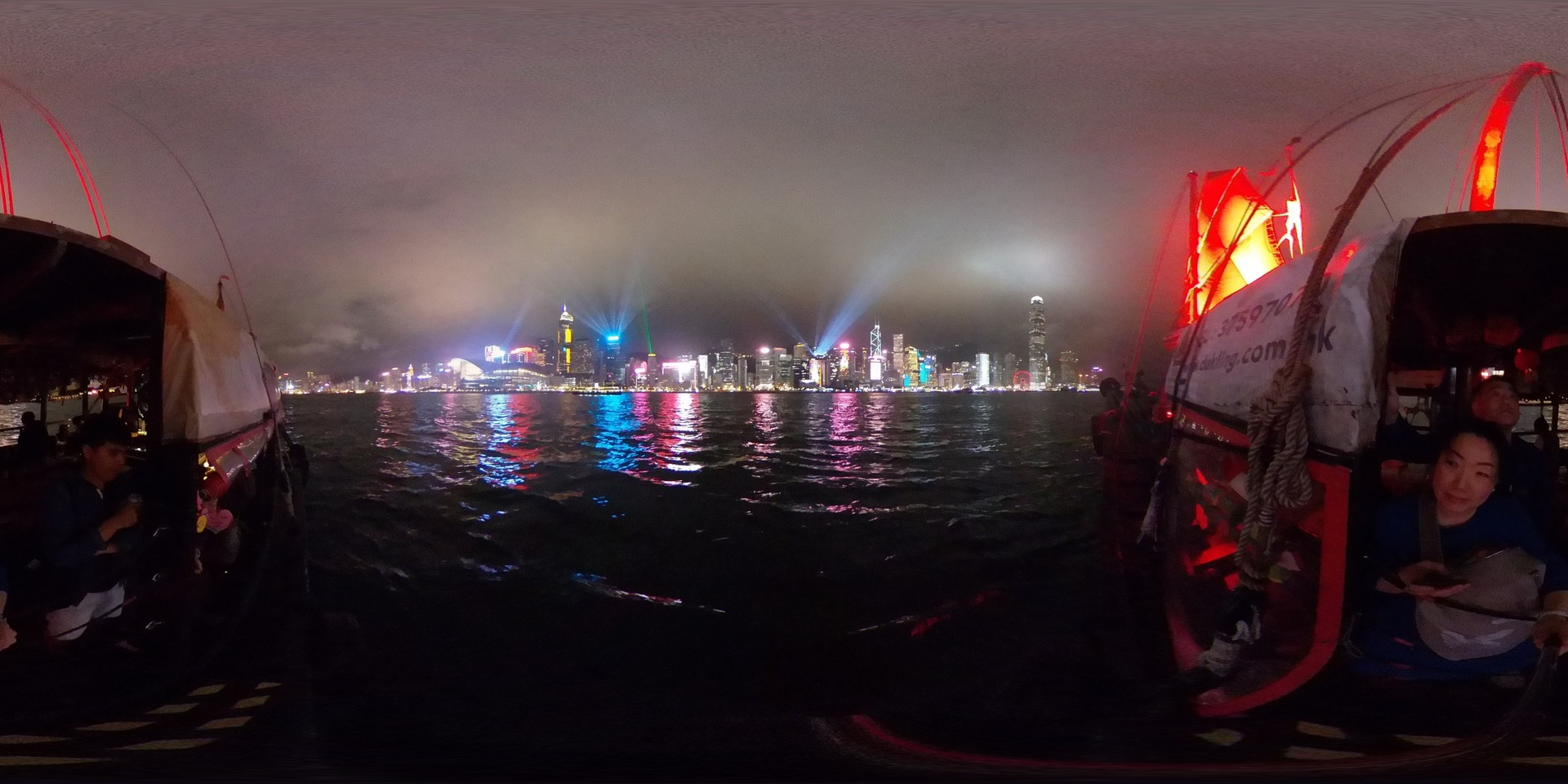 シンフォニーオブライツを堪能させていただきました。 埠頭から見るより格段も上の景色でした。