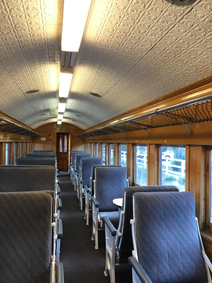 ダニーデン観光の一つに観光列車に乗車しました。集合から解散まで約5時間位でしたが、絶景続きで、あっという間の往復でした。ホテルチェックイン前に午後出発コースに参加しましたが、大きなスーツケースを駅内のツアーカウンターで預かってくれたので、駅内を観光できたので良かった。おすすめします。