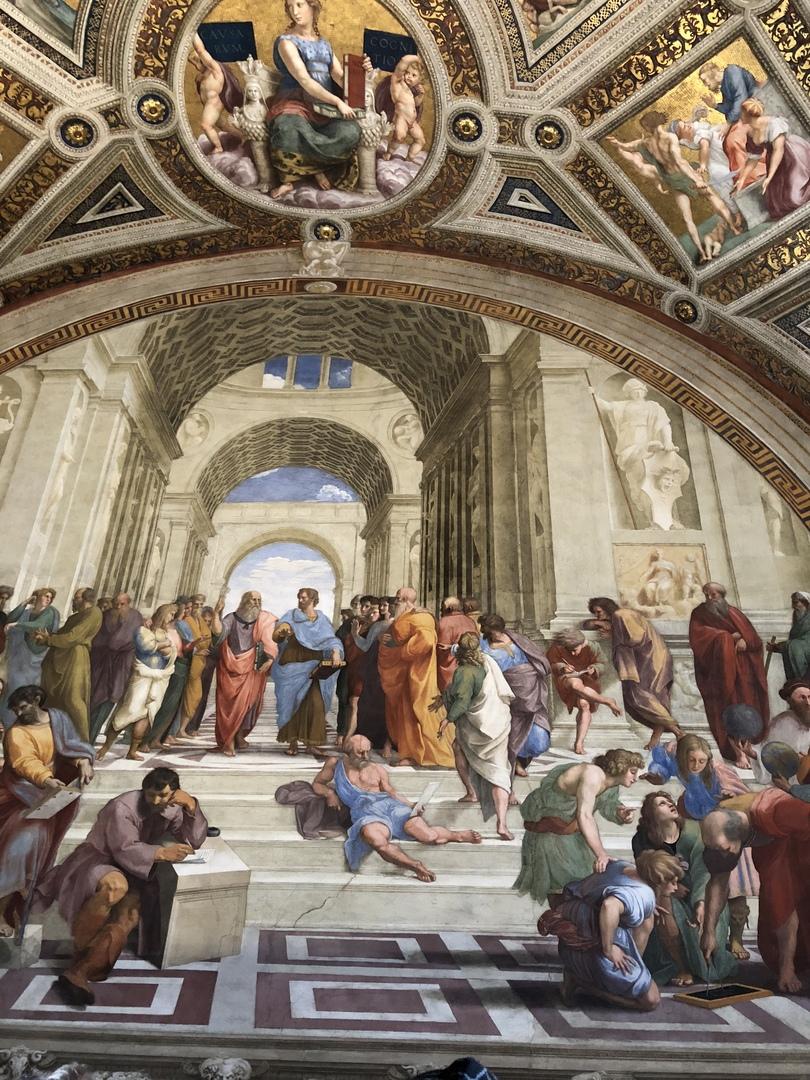 イタリアは初めて。ローマは特にスリが多くて危険と再三聞いていたので、フリータイムに日本人ガイド付のオプションに申し込みました。 宗教画とか古代とかあまり興味はなかったのですが、ガイドさんの豊富な知識と解説に暫しミケランジェロの世界に引き込まれました。絵画を楽しむポイントも分かりやすく、よかったです。