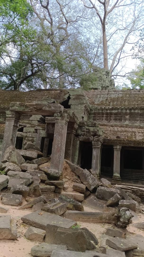 非常に熱心に説明いただいた。 色々領土を失っていった歴史がよくわかった。  観光客に中国人が多すぎる。上に登ったり等マナーが悪すぎる。 崩壊寸前の遺跡がたくさんあった。