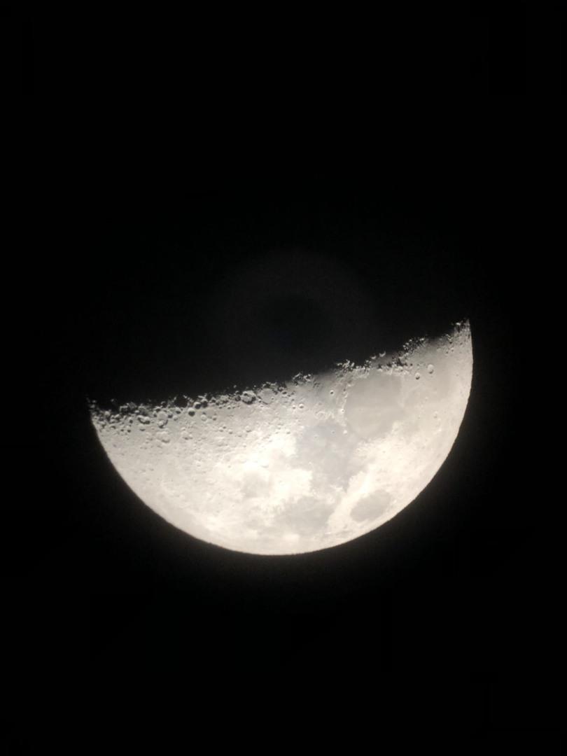 望遠鏡と双眼鏡で星空を堪能できました。ガイドさんの説明も分かり易く良かったです。コナのフリータイムが短いのが残念でしたので☆ひとつマイナスしました。