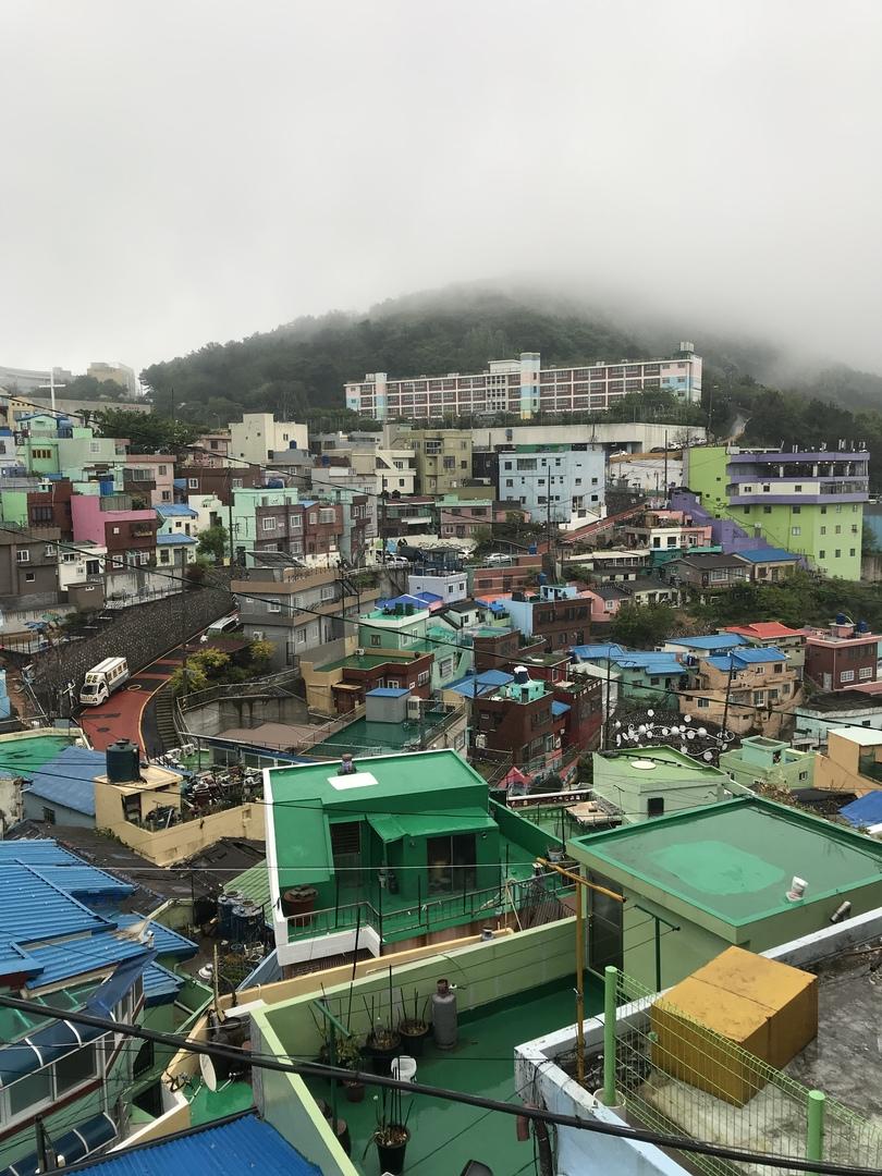 あいにくの雨の一日になりました。 初めての釜山なのでツアーに参加しました。 ツーリストの方は日本語ペラペラで、親切な方で良かったのですが、プラン内容に時間の余裕が無くて残念でした。 もう少し余裕があるのかなぁ〜と思ってたので、、 そこだけが残念でした。