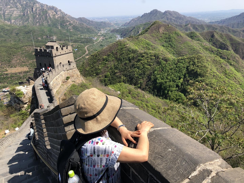 中国が連休の為、高速道路大渋滞で八達嶺には行けませんでしたが、代わりに空いてる近い長城に登れました。天気がよく最高でした!