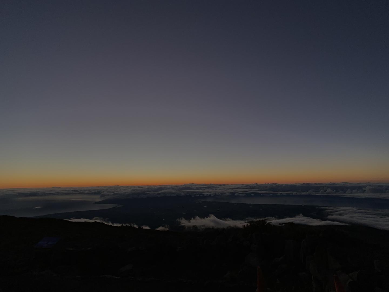 下界は曇りでも、雲を抜けて山頂まで行ったら天空の世界。 日本語でのガイドで気持ちよく3055mの世界を楽しめました。