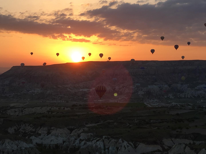 次の予定がありましまが、余裕をもって送迎して頂き本当に助かりました。気球も12人くらいで乗り丁度いいように思いました。ふわふわととても気持ち良かったです。絶景でした。ありがとうございました!!!
