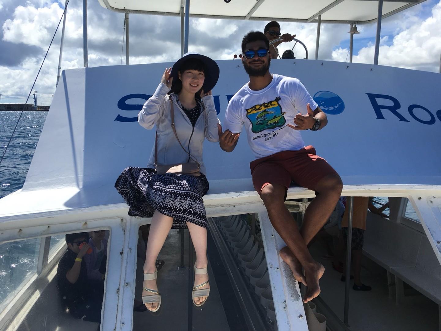 イルカは運次第ですが、ホテルから船まで親切な送迎つきで、真っ青な空と海の元、明るいクルー達が常に楽しませてくれるので最高にハッピーなクルージングでした、