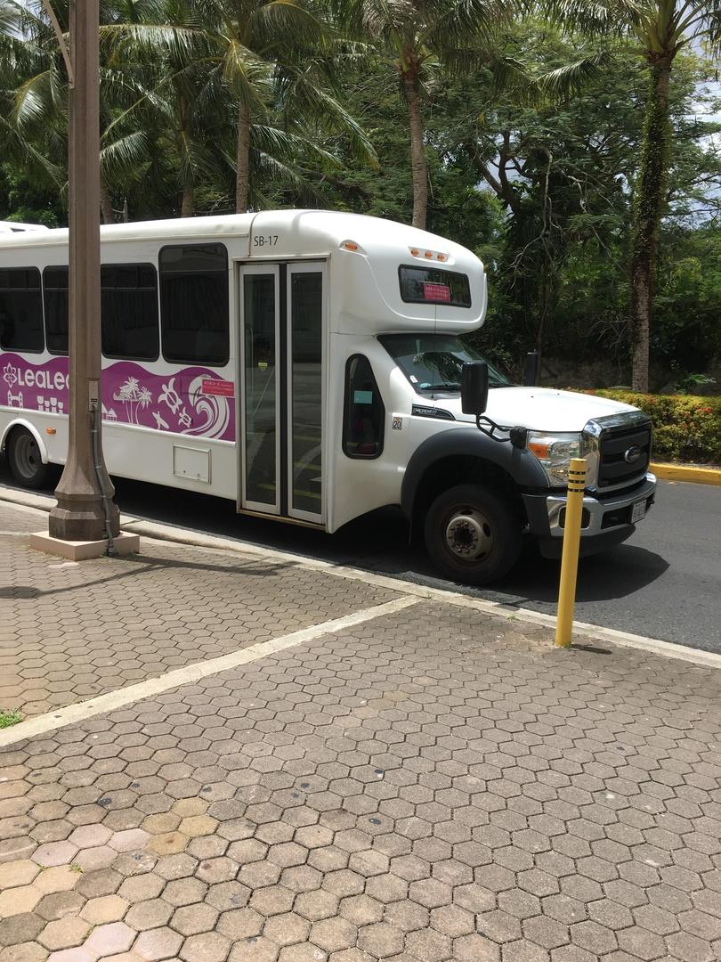 ホテルの前から行きたい場所へ行くのに、 大変便利に利用させていただきました。 kマートへの直通バスがあればよいと、おもいました。