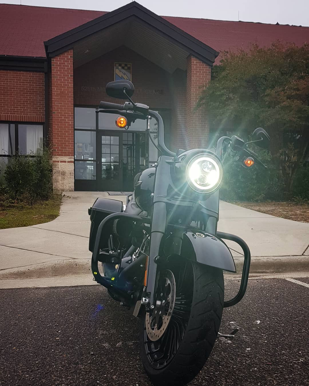 7 Led Black Halomaker Headlight Harley Daymaker Replacement Wiring Harness Diagram 95 Flhr Lighting Up Cloudy Skies On A Gloomy And Cold Work Weekend With The Hogworkz
