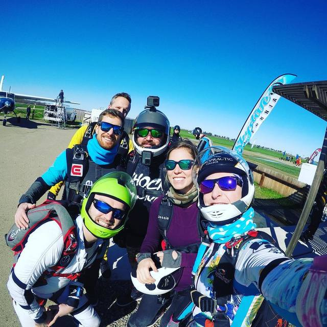 a5a4709fcf A gang of homies showed up at Skydive California ☀ skydiveca  cypres2   lbaltimeters