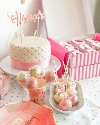 Deinetorte Cakepops Die Perfekte Kombination Fur Eine Gelungene Party Wundervolle Torte Ein Paar