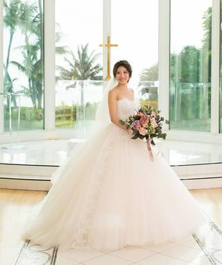 578dc4b7db8d5 シャンパンカラーがオシャレだけどウェディングドレスはやはり純白がいい...🤔
