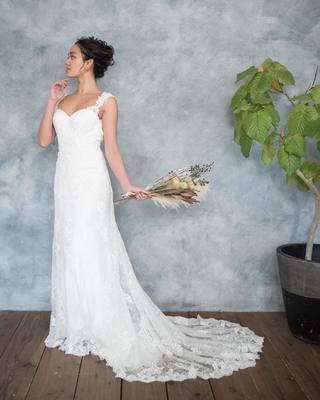 593bbb71f045d バックレスドレス に ウェーブアップ スタイル♪  おしゃれ で大人な雰囲気